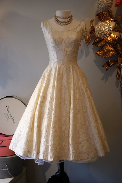 1950s Embroidered Princess Cut Wedding Dress