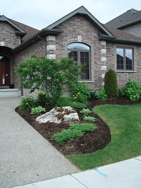 Simple planting with moss rock boulders landscaping for Front lawn design ideas