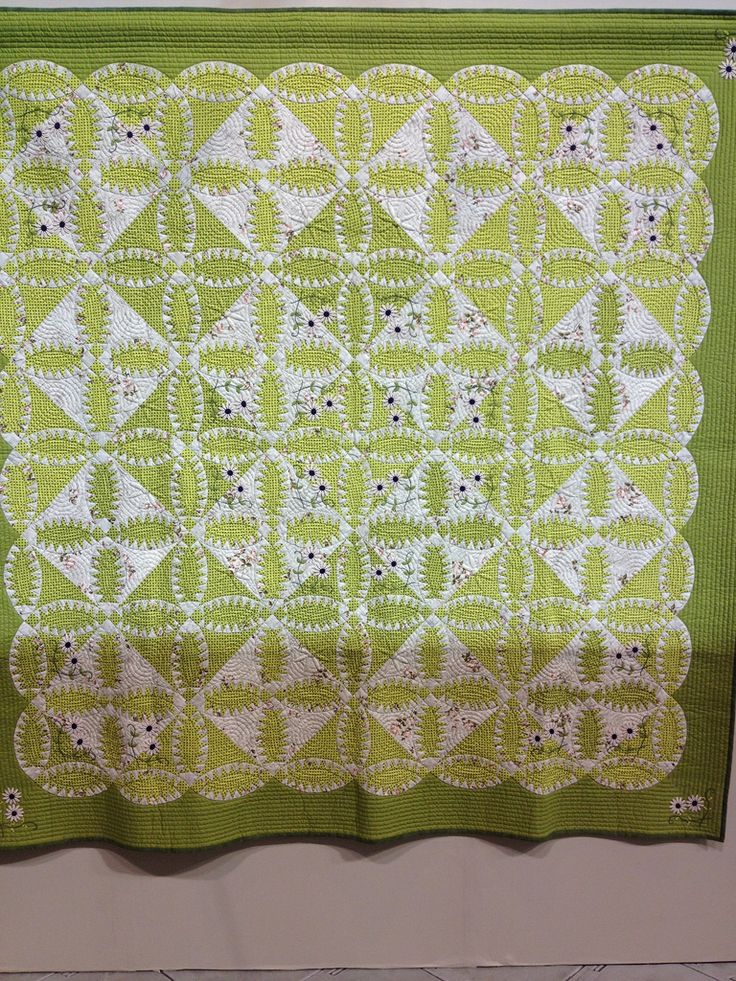 Green and white pickle dish quilt at the 2012 Tokyo International Quilt Festival.  Photo by melaniemade