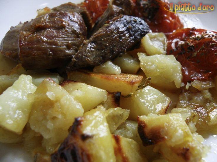 Agnello al forno con contorno di patate - http://ilpiattodoro.it/agnello-al-forno-con-contorno-di-patate/