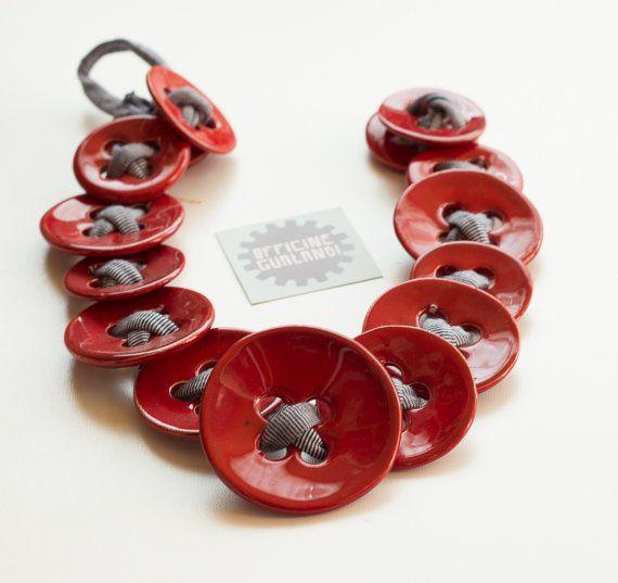 Collana ceramica rossa. Motivo bottoni Rossi. di OfficineGualandi