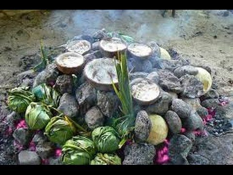 SAMOA, cooking delicious food in an EARTH OVEN or UMU (PACIFIC OCEAN) - YouTube