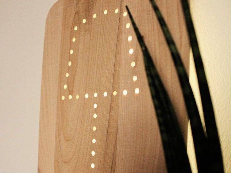 Tutorial fai da te: Come fare una lampada con un tagliere di legno  via DaWanda.com