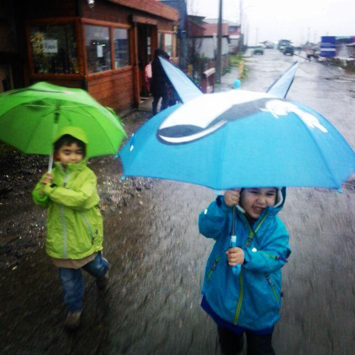 Melinka, lluvia, niños, costanera