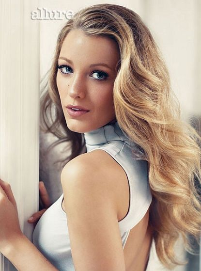 Blake Lively bouncy waves hairstyle