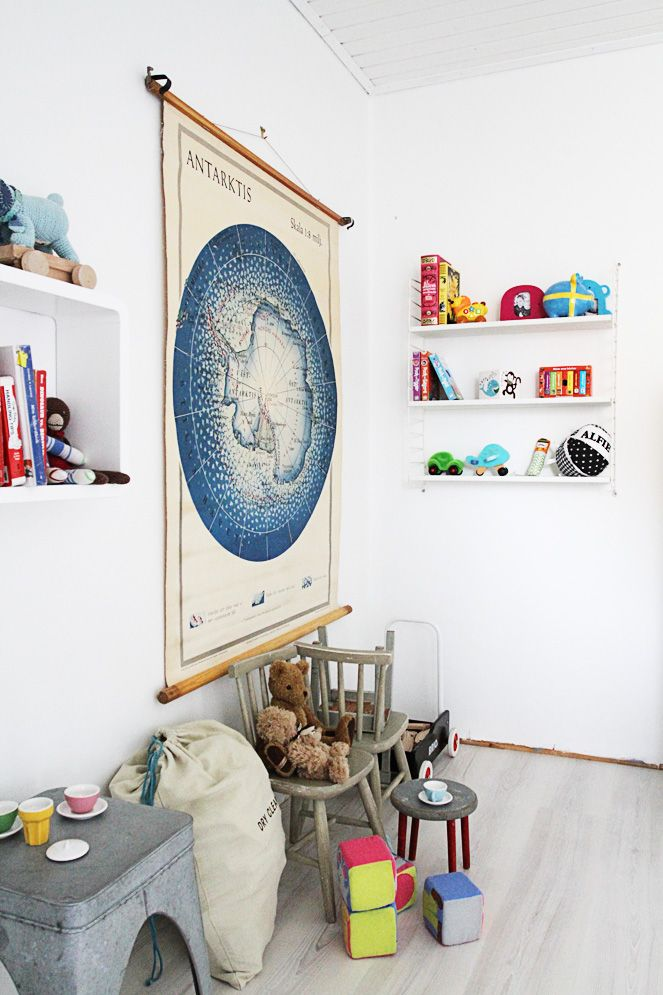 Clean and simple #kids #play #room #shelves #map #artarctica #toys