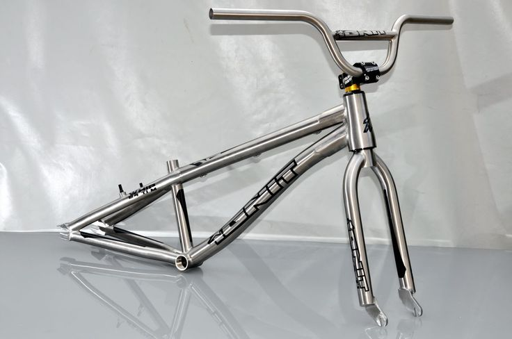 "Kit cadre 24"" BMX Race Titane + fourche Titane pivot conique + guidon Titane."