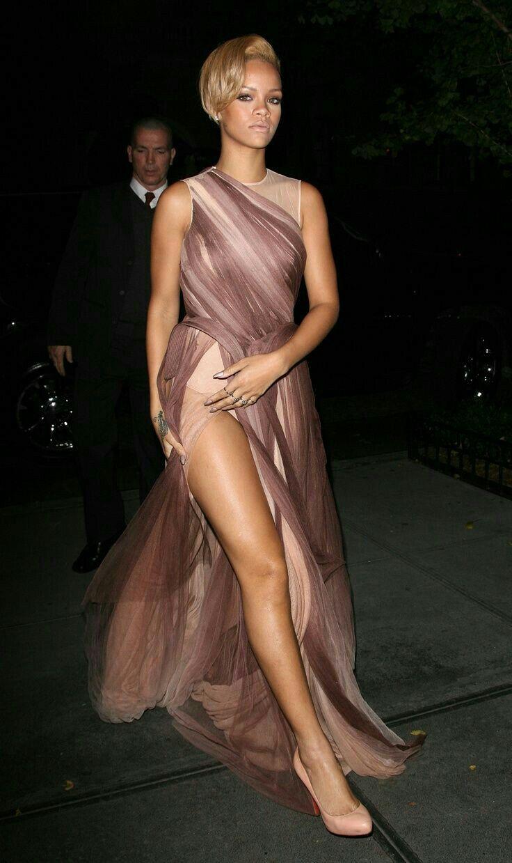 b3f07b2740059e Rihanna