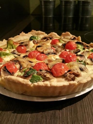 Recette de Tarte maison brocolis feta tomates et champignons