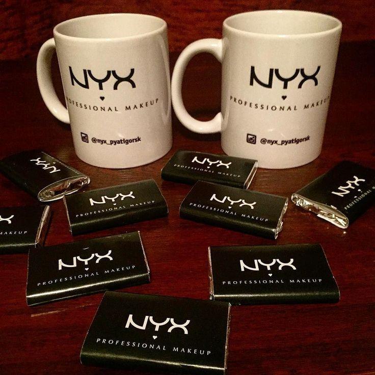 Теперь знаю не по наслышке про кавказское гостеприимство! #Подарки от @nyx_pyatigorsk!!! Спасибо огромное!!! Будет из чего пить чай и с чем! #Шоколадки очень вкусные!!! #ПЯТИГОРСК #горыкавказа #командировка #nyx #nyxcosmetics #nyx_pyatigorsk #кружки #шоколад