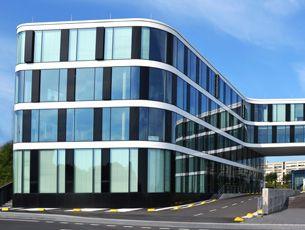 Forschungszentrum CMP, RWTH Aachen - eingebaute HEWI Produkte:  Panikstangen, Barrierefreie Serie 801, Türbeschläge der Serie 120