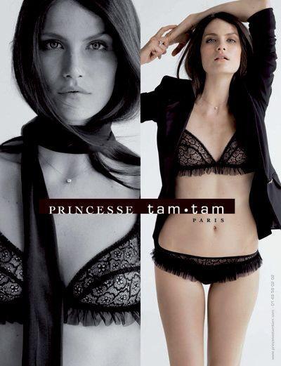 Campagne Princesse Tam.Tam, automne-hiver 2007/2008. Ensemble dentelle noire et volants