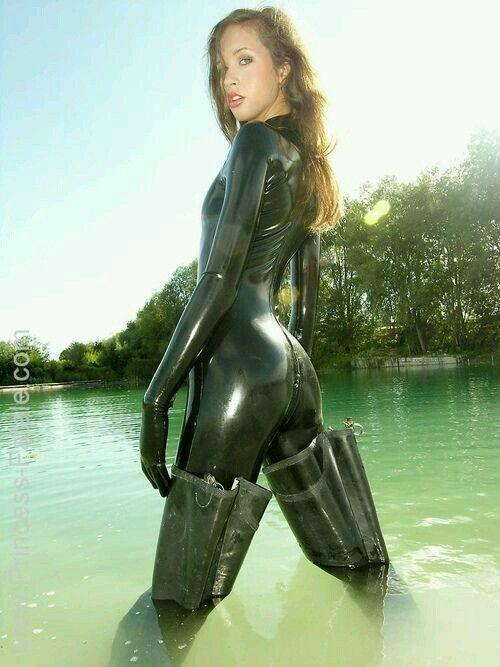 Latex#wader#princessfatale | Fatale | Latex, Latex catsuit ...