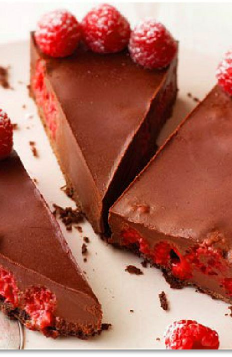 Low FODMAP and Gluten Free Recipe - Chocolate and raspberry torte (Update) - http://www.ibssano.com/low_fodmap_recipe_gluten_free_chocolate_raspberry_torte.html