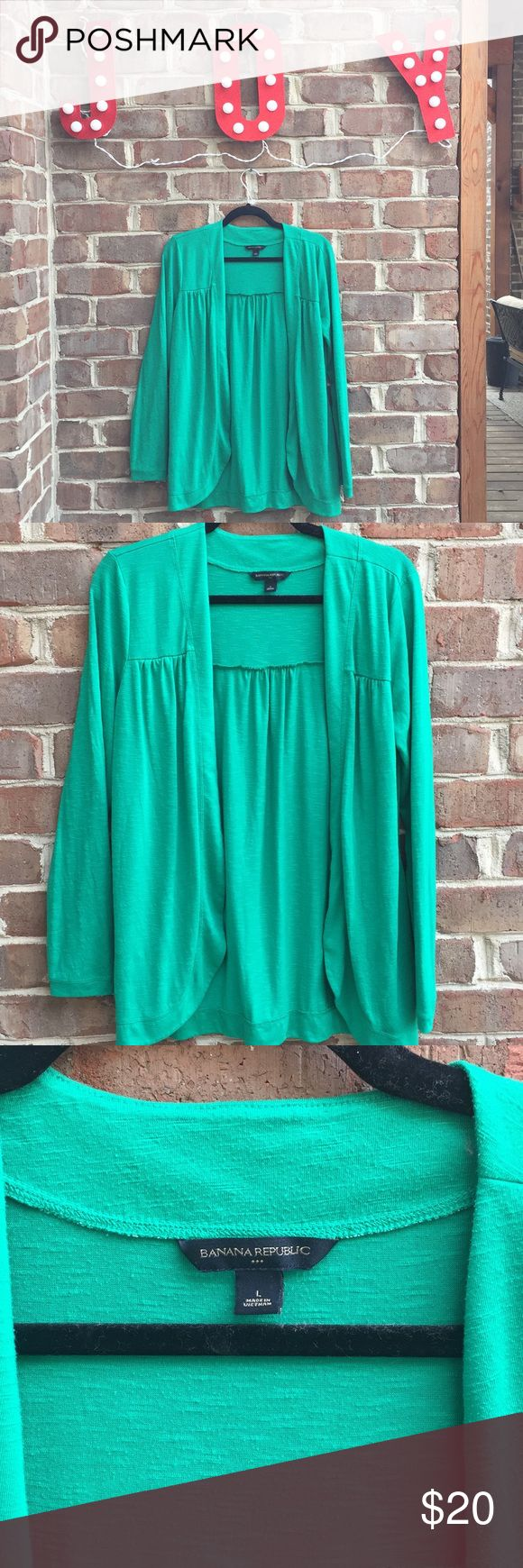 Women's Banana Republic sweater 🎄 Women's Banana Republic sweater. Green. Size large. Great condition! 🎄 Free gift if you spend $50 or more on listings with a Christmas tree emoji! Banana Republic Sweaters Cardigans