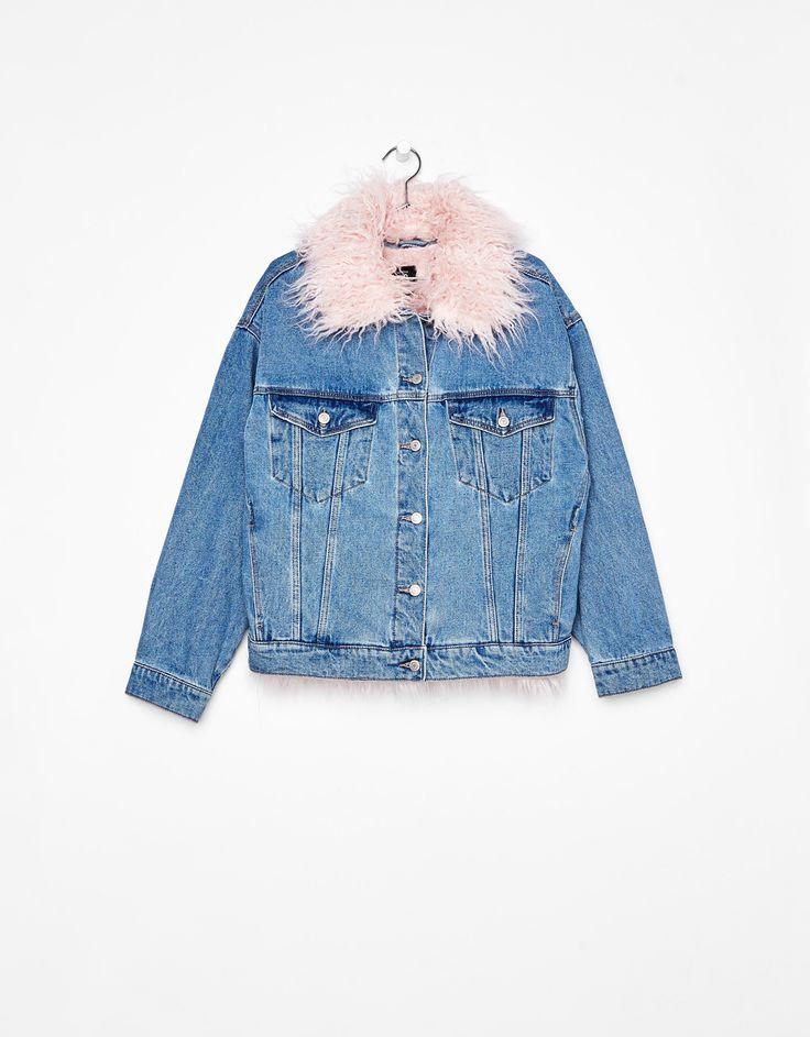 İçi çıkarılabilir pelüş denim ceket. Bununla beraber her hafta Bershka'da yeni ürünleri keşfedin