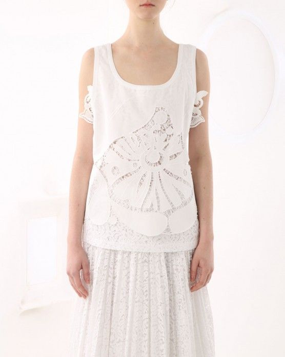 Top with lace insert N°21 #N21 #lace #top #white #fashion #style #stylish #love #socialenvy #me #cute #photooftheday #beauty #beautiful #instagood #instafashion #pretty #girl