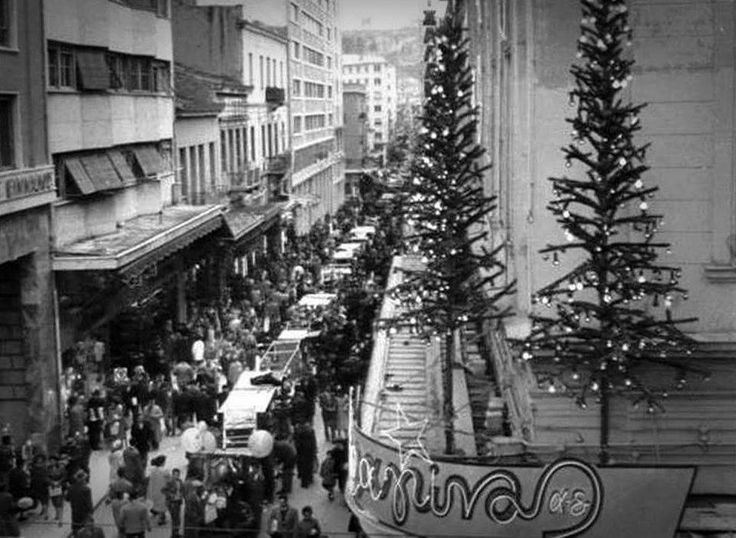 Old Athens / Dragonas / Αθήνα Χριστούγεννα - Πρωτοχρονιά, 1962 περ.-1969. Η οδός Αιόλου μεταξύ της Σοφοκλέους και της οδού Ευριπίδου