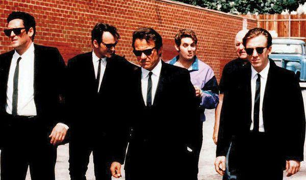 """70 répliques cultes de films  Reservoir Dogs (1992) """"Voici vos noms: Mr. Brown, Mr. White, Mr. Blonde, Mr. Blue, Mr. Orange et Mr. Pink. - Hey ! Pourquoi c'est moi Mr Pink ? - Parce que t'es qu'une pédale, voila pourquoi !"""""""