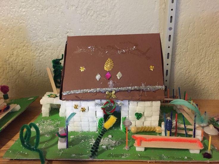 Heksens hus fra eventyret Hans og Grete. Lavet af 2 klasse. The witch's House from Hansel and Gretel. Made by 2th grade.
