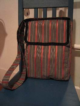 Cute little square bottom messenger pouch bag, with strap.  How-to with measurements TUTORIAL