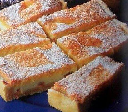 Návykové tvarohový koláč  s piškótovým vrchom