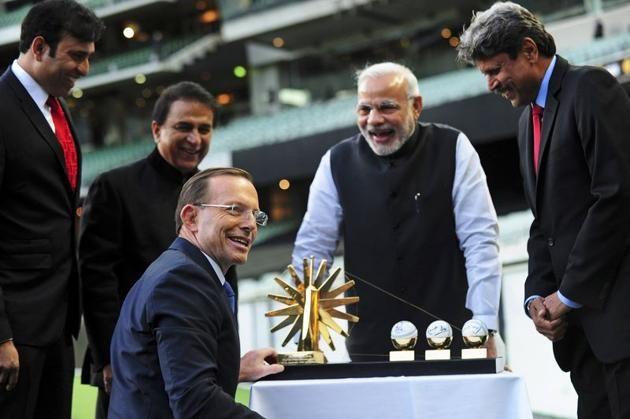 India's Prime Minister Narendra Modi (2nd R) laughs with former Indian cricketers (L-R) V. V. S. Laxman, Sunil Gavaskar and Kapil Dev after they presented Australian Prime Minister Tony Abbott with a gift during a reception at the Melbourne Cricket Ground November 18, 2014. REUTERS/Tracey Nearmy/Pool