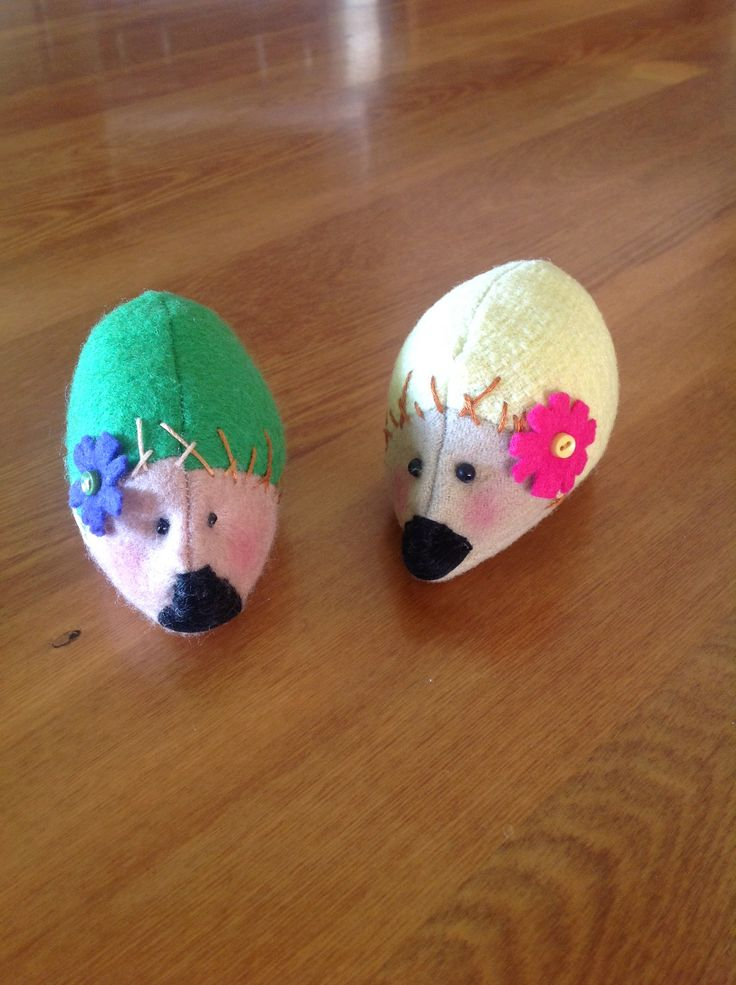 Hedgehog sisters, pattern from Piece, New Zealand.