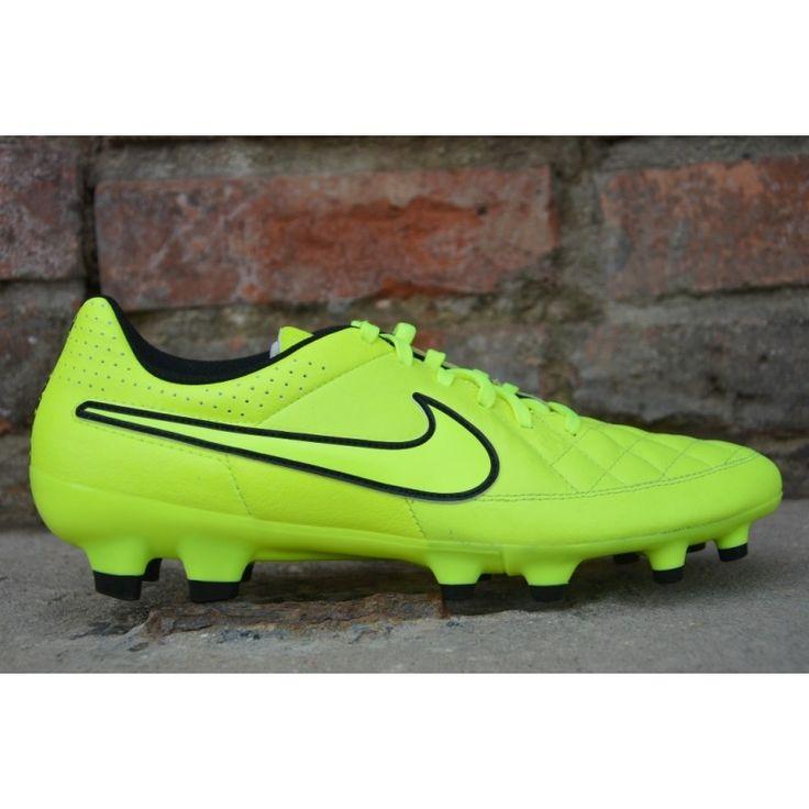 Buty lanki Nike Tiempo Genio Leather FG Numer katalogowy: 631282-770 Męskie obuwie do piłki nożnej Nike Tiempo Genio Leather FG wykonane z najwyższej jakości skóry naturalnej, materiałów syntetycznych i tekstylnych. Obuwie przeznaczone jest na naturalne boiska trawiaste. Stożkowe kołki w podeszwie na poziomie palców i śródstopia to lepsze wybicie i większa stabilność przy startach oraz zwrotach przy ruchu rotacyjnym.