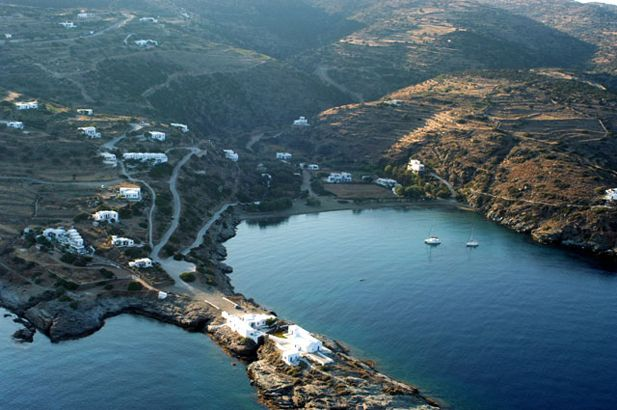 Sifnos: still with some virgin corners and aspects of old island life for seekers of peace and quiet, combined with high standards of hospitality for cosmopolitan visitors, Sifnos is probably the most popular of the Western Cyclades. #FiveStarGreece #LuxuryVillas #HolidayMatchmakers