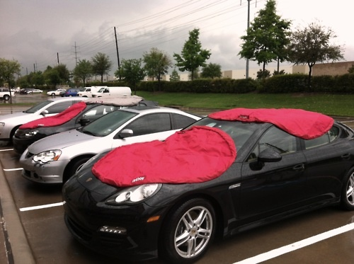 SPOTTED: Fatboy® knapsack is not only the perfect picnic blanket, but as an ideal temporary carport when it's hailing! Keepin' it creative!