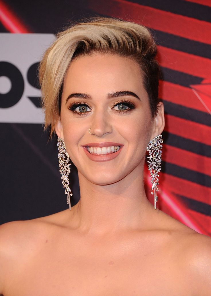 katy perry #iHeartAwards http://famousfollow.net/ppost/432978951662787059/