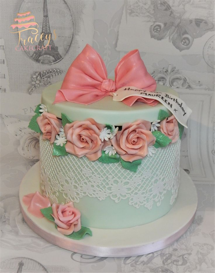 Pretty hat box style cake with sugar roses