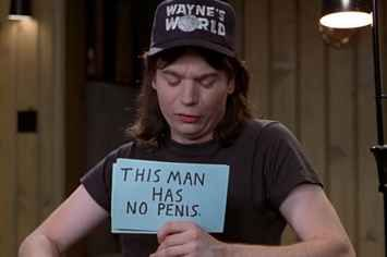 """26 Things You Might Have Missed In """"Wayne's World"""""""