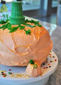 How to make a pumpkin-shaped cake
