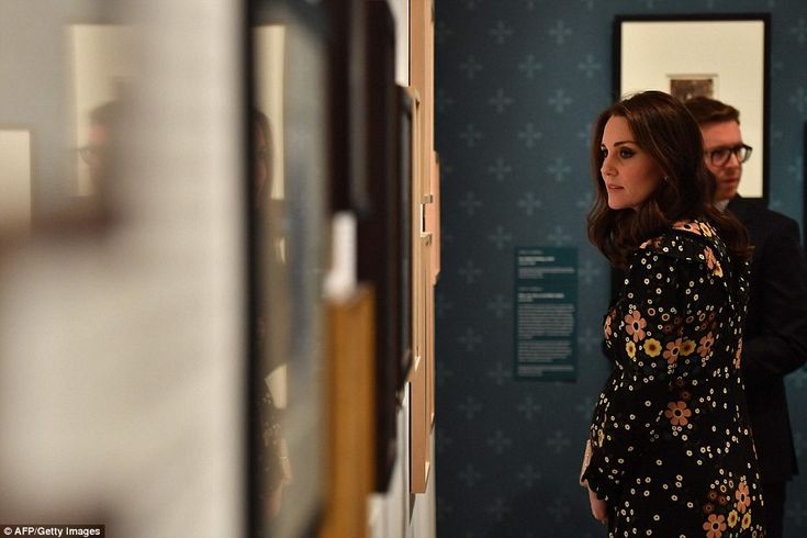 28 February 2018 - Kate visits 'Victorian Giants: the birth of art photography' exhibition at National Portrait Gallery in London - dress by Orla Kiely, shoes by Gianvito Rossi