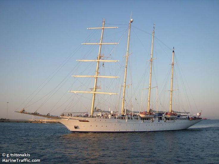 Το Star Flyer καταπλέει στον Πειραιά. 09/07/2011.
