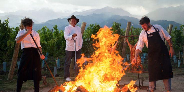 Experimente un inolvidable viaje a #Mendoza donde podrá conocer  el sabor del mejor #vino #Malbec y los #SieteFuegos del reconocido #chef argentino Francis Malmann > @francismallmann. Sea parte de la experiencia que brinda @thevinesresortandspa junto a @acrossar. #ucovalley #winemakersvillage #francismallmann