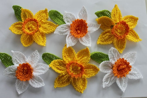 6 lge DAFFODILS - CROCHET spring easter FLOWERS - APPLIQUE EMBELLISHMENT card...