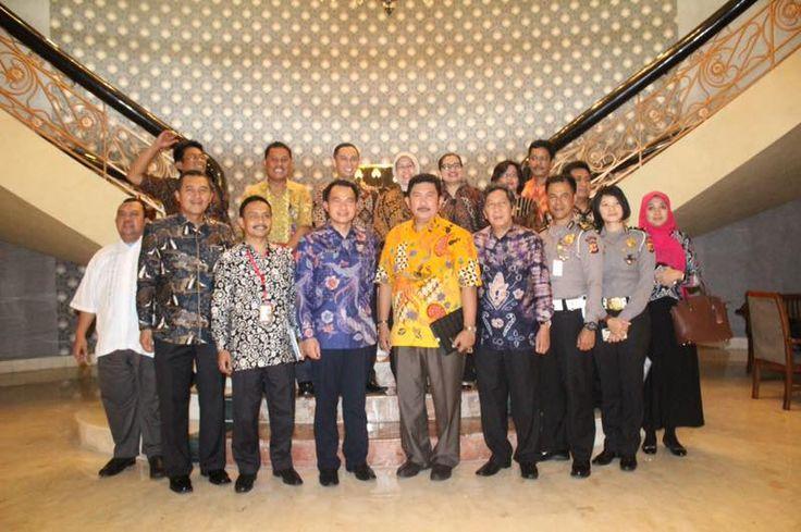 Bapenda Jawa Barat, selalu mencoba mengintensifkan pembayaran pajak kendaraan yang terdaftar di Jabar dengan memanfaatkan inovasi dan layanan yang disediakan oleh Tim Pembina Samsat Provinsi Jawa Barat sehingga membayar PKB lebih mudah, cepat, dan tepat.