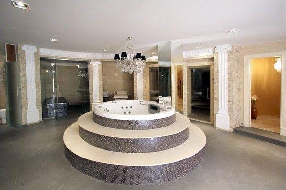 ALICANTE, ALTEA. Alquiler de villa de lujo en Monterico en Altea la Vella. Increíble villa de lujo con 550 m² de superficie que consta de 4 dormitorios, 3 baños, estudio, cocina completa y amplio salón-comedor. Dispone de diferentes terrazas con zona de comedor,  chill-out, barbacoa, piscina, impresionante spa con 3 tipos de saunas, zona de masajes y #jacuzzi. La villa está situada en un terreno de 2.200 m en un ambiente fabuloso rodeado de zonas verdes. #Altea #Alicante #AlteaLaVella