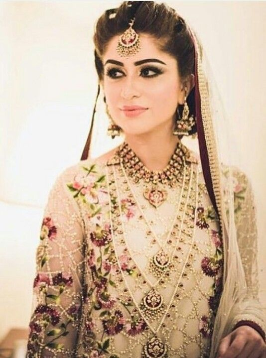 Pakistani bridal by Sania Maskatiya.
