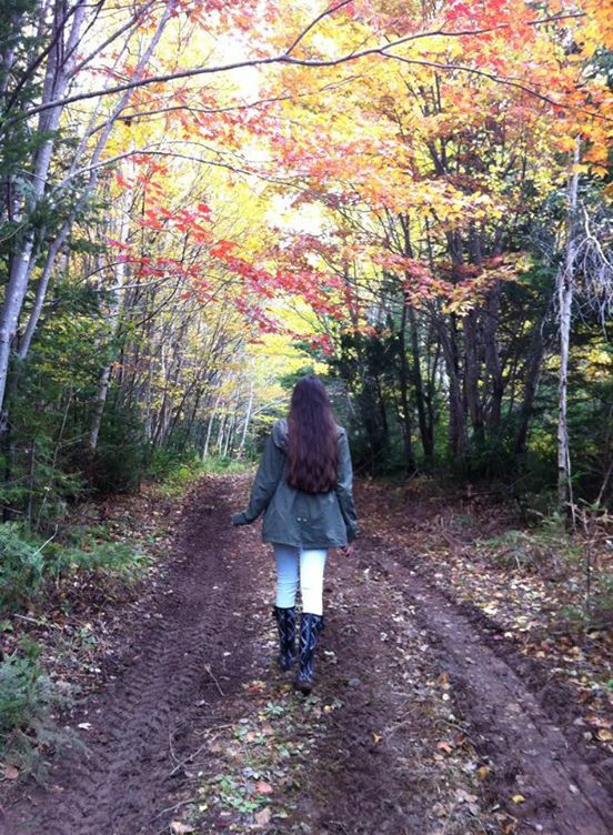 Walking in the trail ; beautiful autumn colours; creeds to Céline