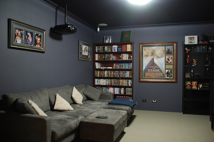 Theatre room theatre room ideas pinterest wandfarbe for Media room paint ideas