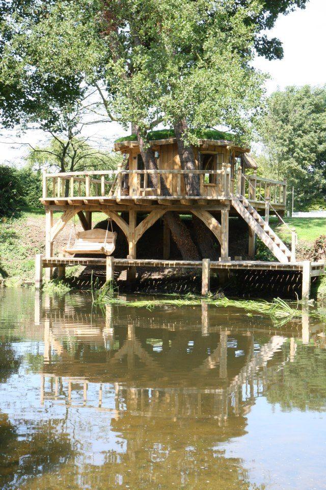 Beautiful tree house design by Richard Foxcroft