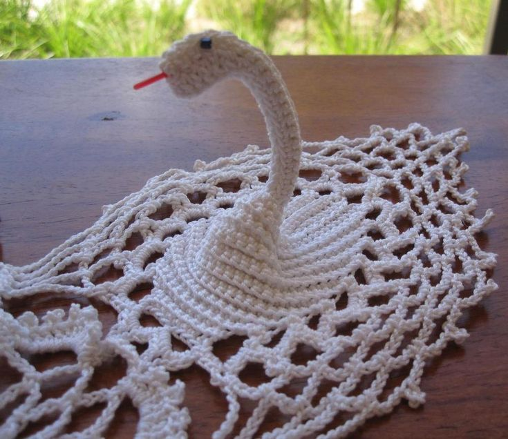 Unique Hand Crocheted Vintage 'Piece' 'FOUR SWANS' NEW Never Used DOILEY