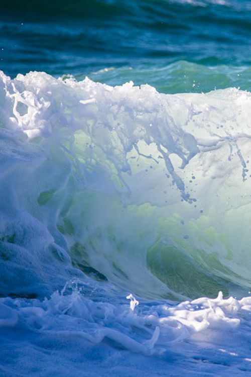 thelordismylightandmysalvation: Wave ~ By Tomoaki Kabe Surf's Up!