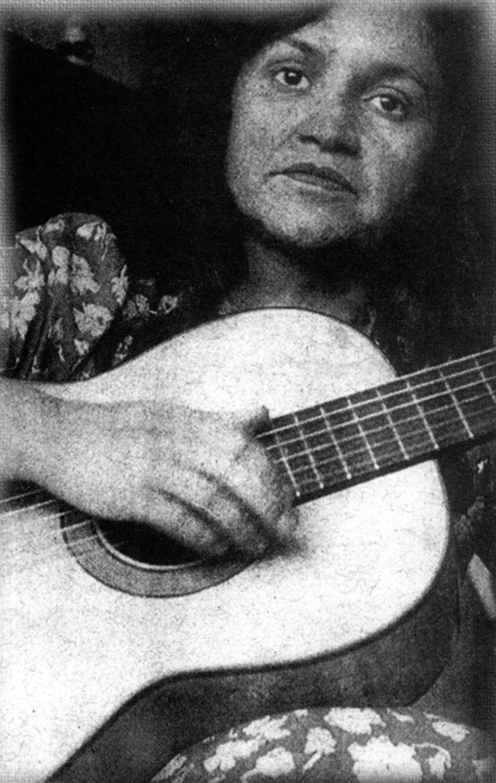 Violeta Parra. Foto de Quequo Larraín. 1958