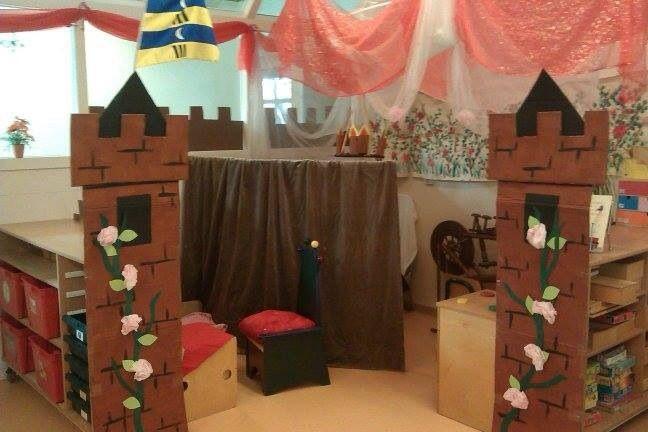 Het kasteel van Doornroosje in de poppenhoek.