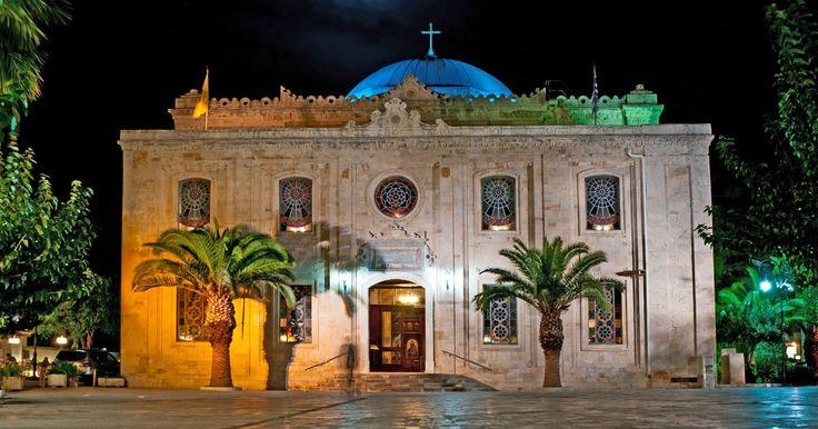 Ένα από τα πιο ατμοσφαιρικά σημεία του Ηρακλείου.  #Minoan_escapes  St. Titos square is one of the most beautiful and important spots in Heraklion! http://www.minoan.gr/en/attraction/307/church-st-titos